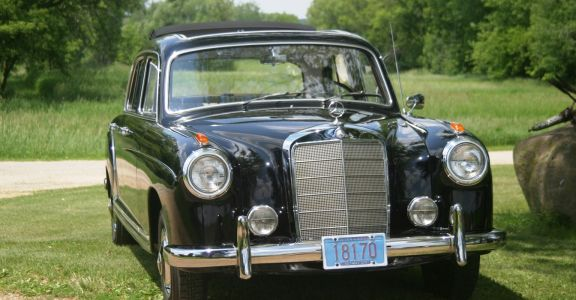 1958 Mercedes Benz 220S perspective
